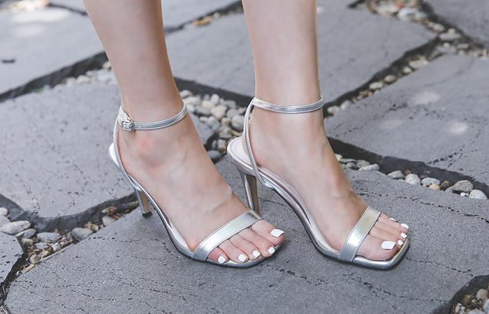 [Models wear37st]Modern Square Enamel Sandal Heel