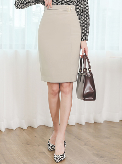 Crescent Pearl Side Cutting-line Skirt