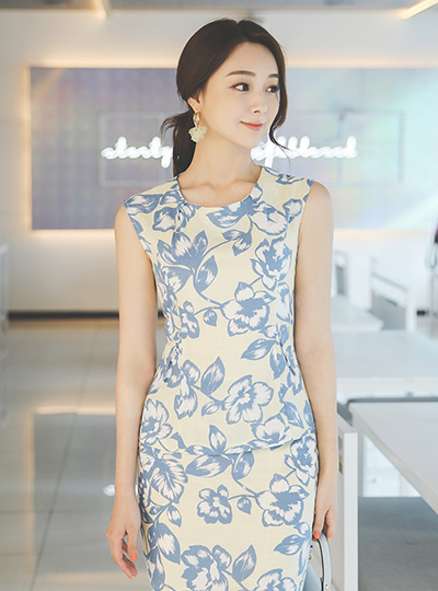 Linen quality Flower Printing Pintuck Blouse