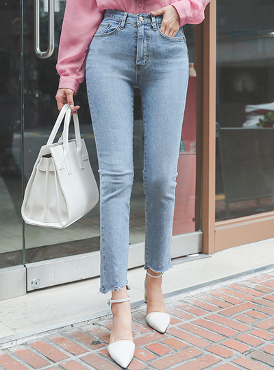 Light-Blue Half-High waist Natural-Cutting Span Denim-Pants