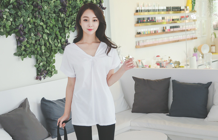 twist V-neck Long T-shirt