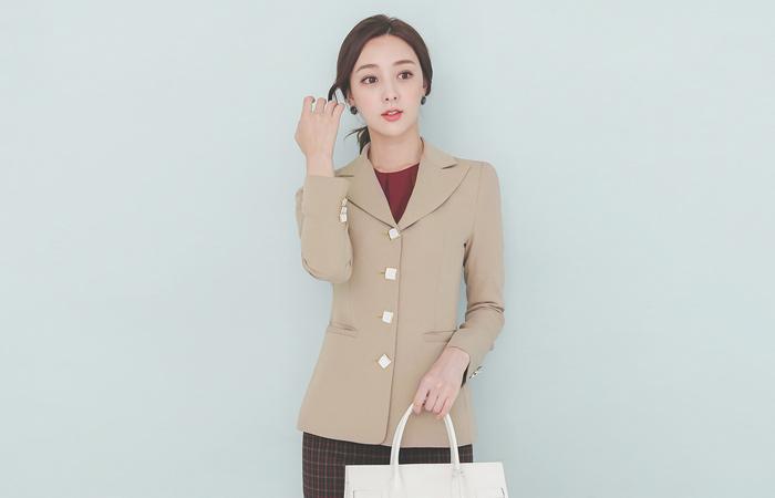 Antique Square Goding Button Slim Peaked Jacket