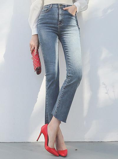 Easy Cutting Boot-Cut Denim Pants