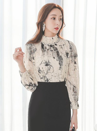 Floral Smudging High-Neck Span Lace Blouse