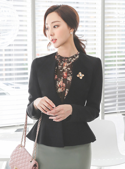 Cut Pintuck Round No-collar Flared Jacket