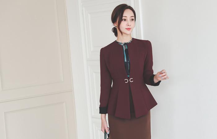 Crescent Pleats Peplum Colored-Sleeves Span Jacket