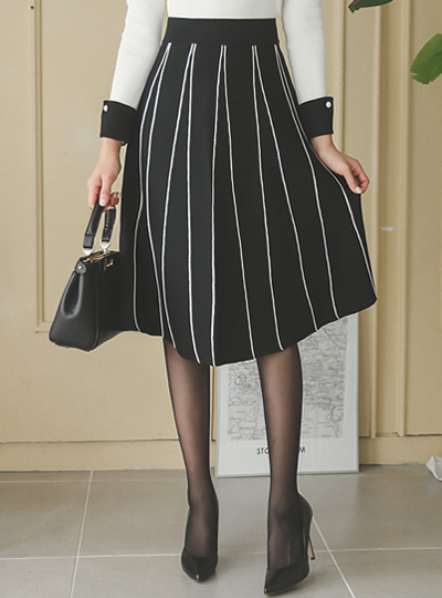 Stripe Piping Knit Flare Skirt